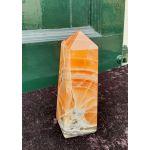 Rode calsiet-aragoniet obelisk medium