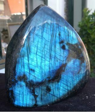 Labradoriet steen middengroot rondgepolijst