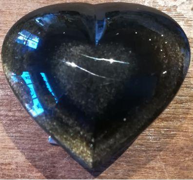 Goudobsidiaan hart met ingegrafeerd hart
