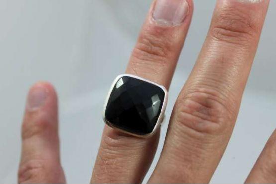 ring onix gefaceteerd