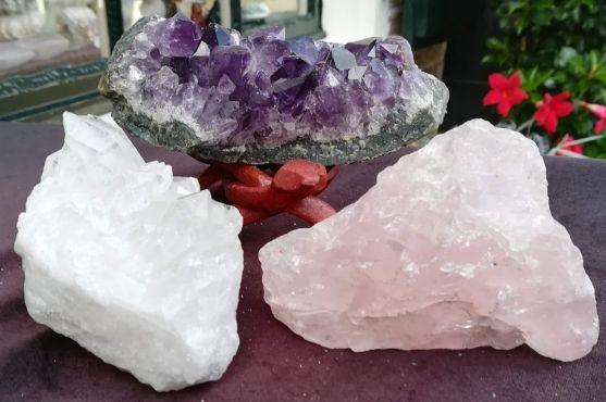 Magical Trio Amethist- Rozekwarts-Bergkristal ' kleinere middenmaat zachtdieppaarse kristallen
