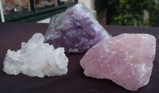 Magical Trio Amethist- Rozekwarts-Bergkristal ' met het heldere paarse Amethist